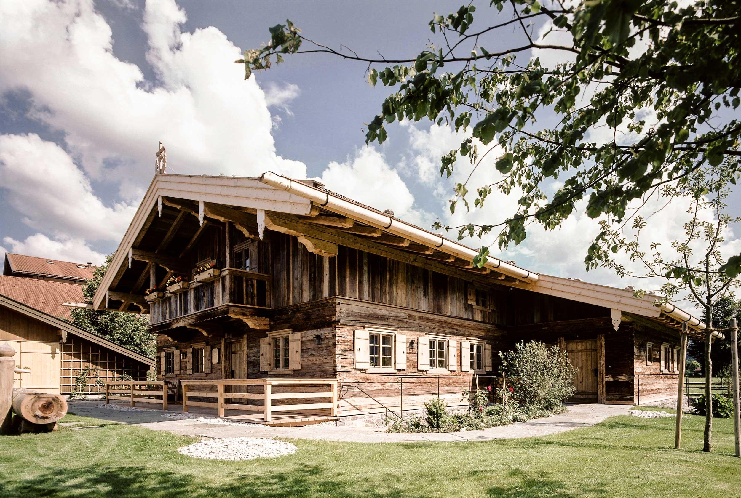 zimmerei-stoib-holzbau-holzhaus-egerner-höfe-alm-blockbau-altholz-innenausbau-tegernsee-rottach-egern-07.jpg