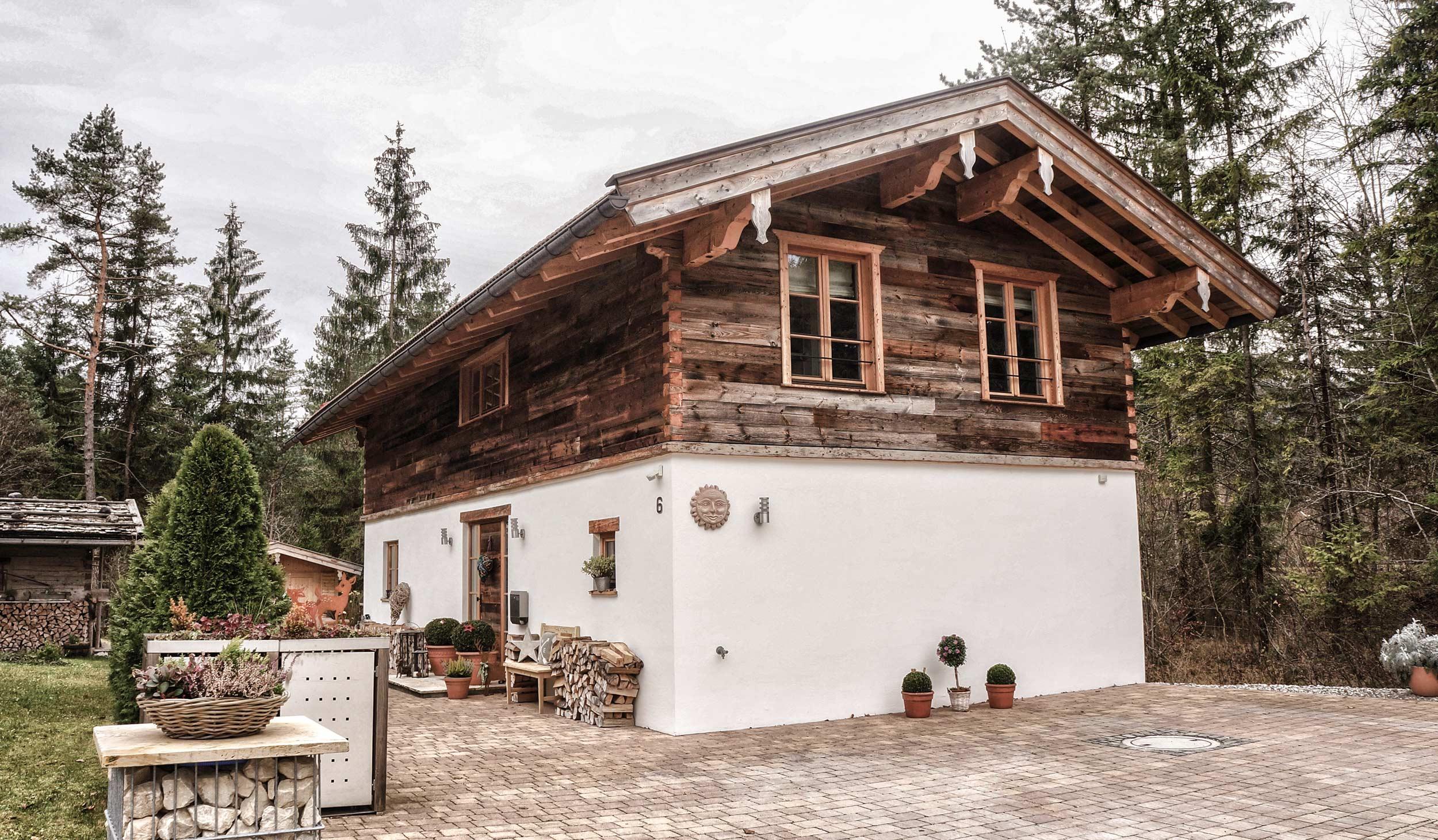 zimmerei-stoib-holzbau-holzhaus-altholz-fenster-blockbau-aussenschalung-tegernsee-einfamilienhaus-01.jpg