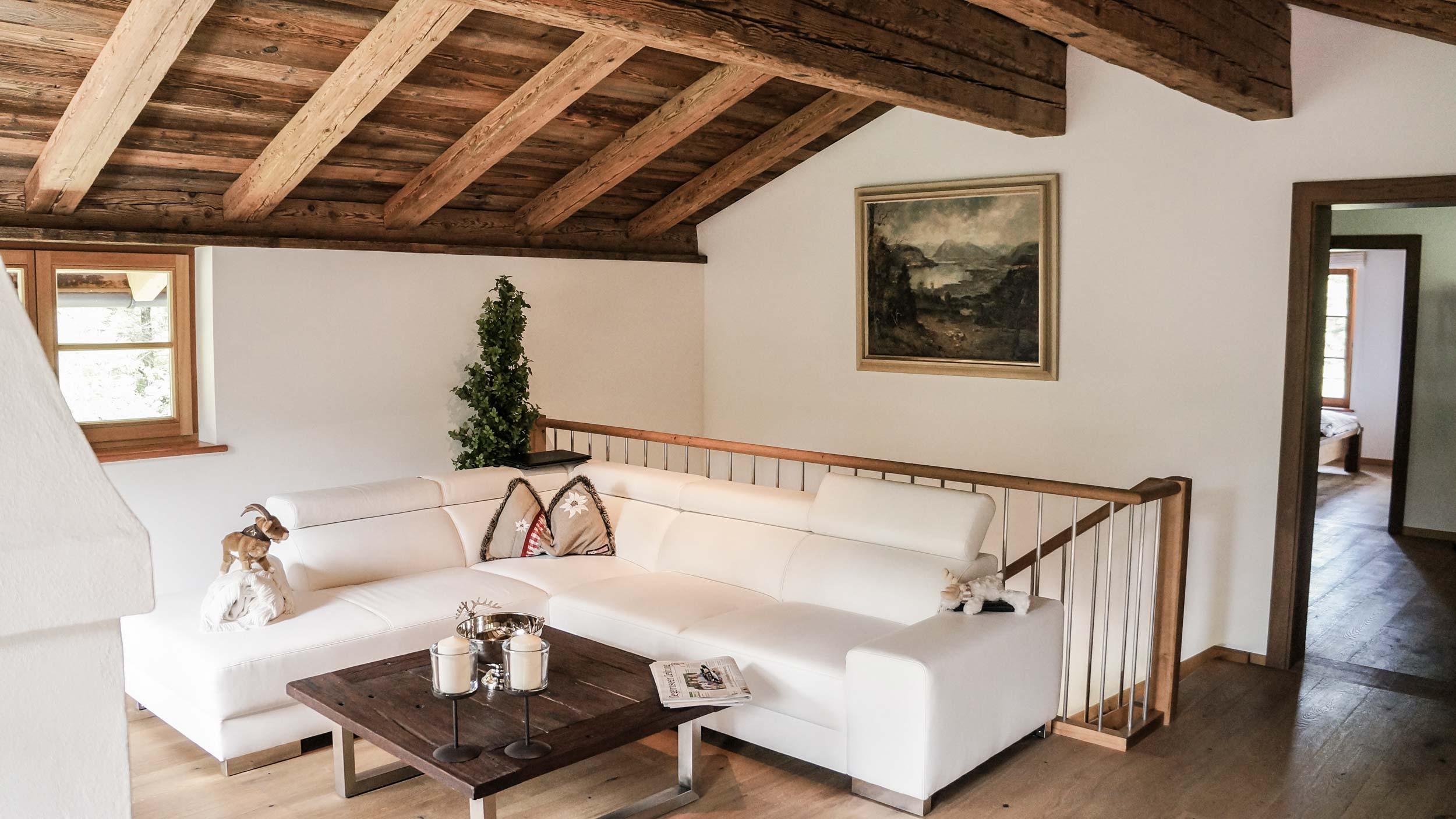 zimmerei-stoib-holzbau-holzhaus-altholz-fenster-blockbau-aussenschalung-tegernsee-einfamilienhaus-05.jpg