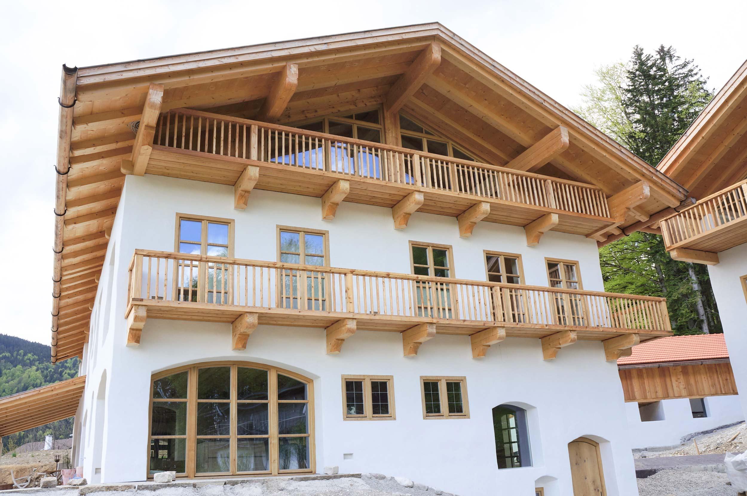 zimmerei-stoib-holzbau-holzhaus-tegernsee-bad-wiessee-balkon-dachstuhl-01.jpg