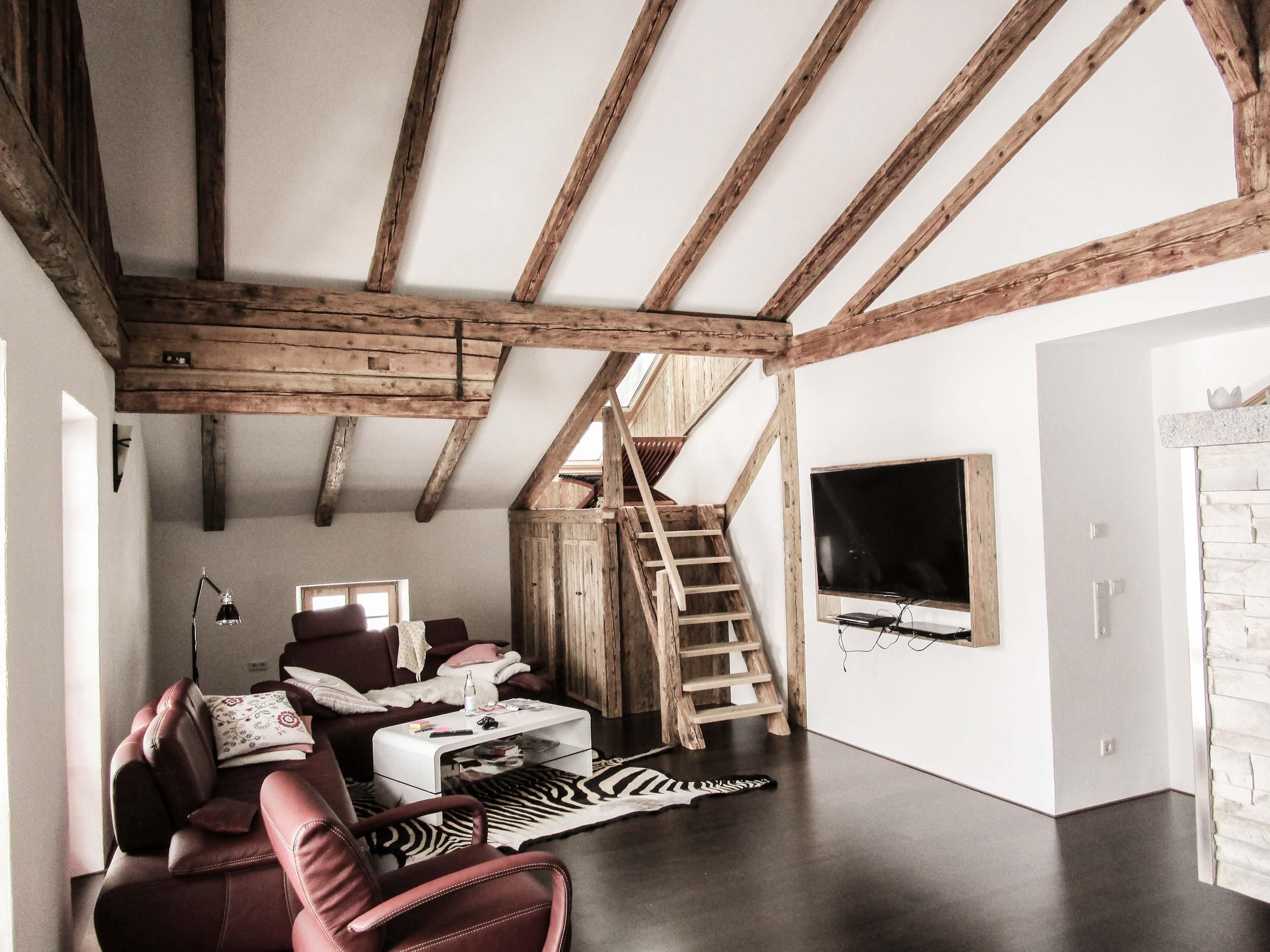 zimmerei-stoib-holzbau-holzhaus-innenausbau-altholz-treppe-dachstuhl-dachgeschoss-02.jpg