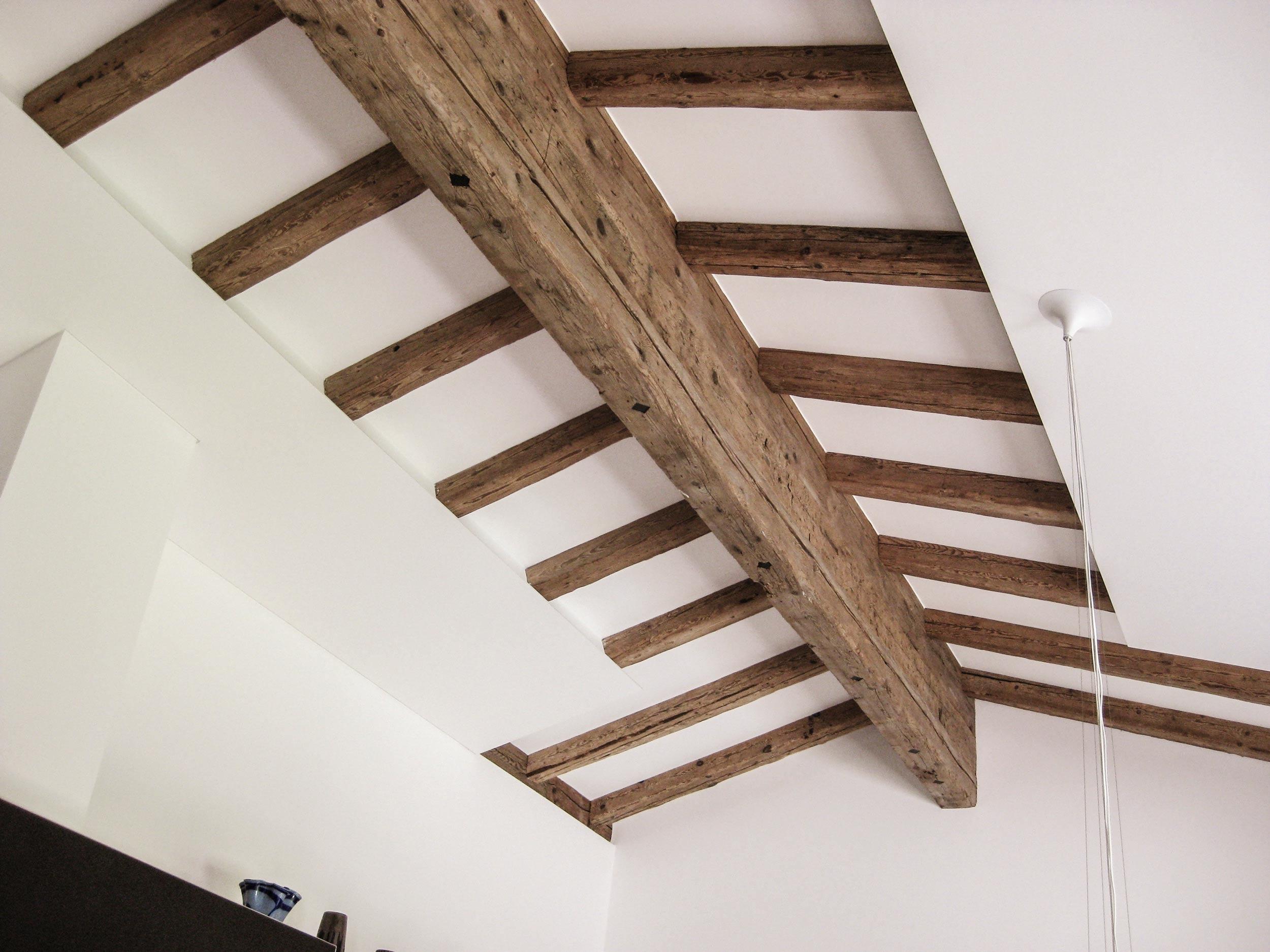 zimmerei-stoib-holzbau-holzhaus-innenausbau-altholz-treppe-dachstuhl-dachgeschoss-03.jpg