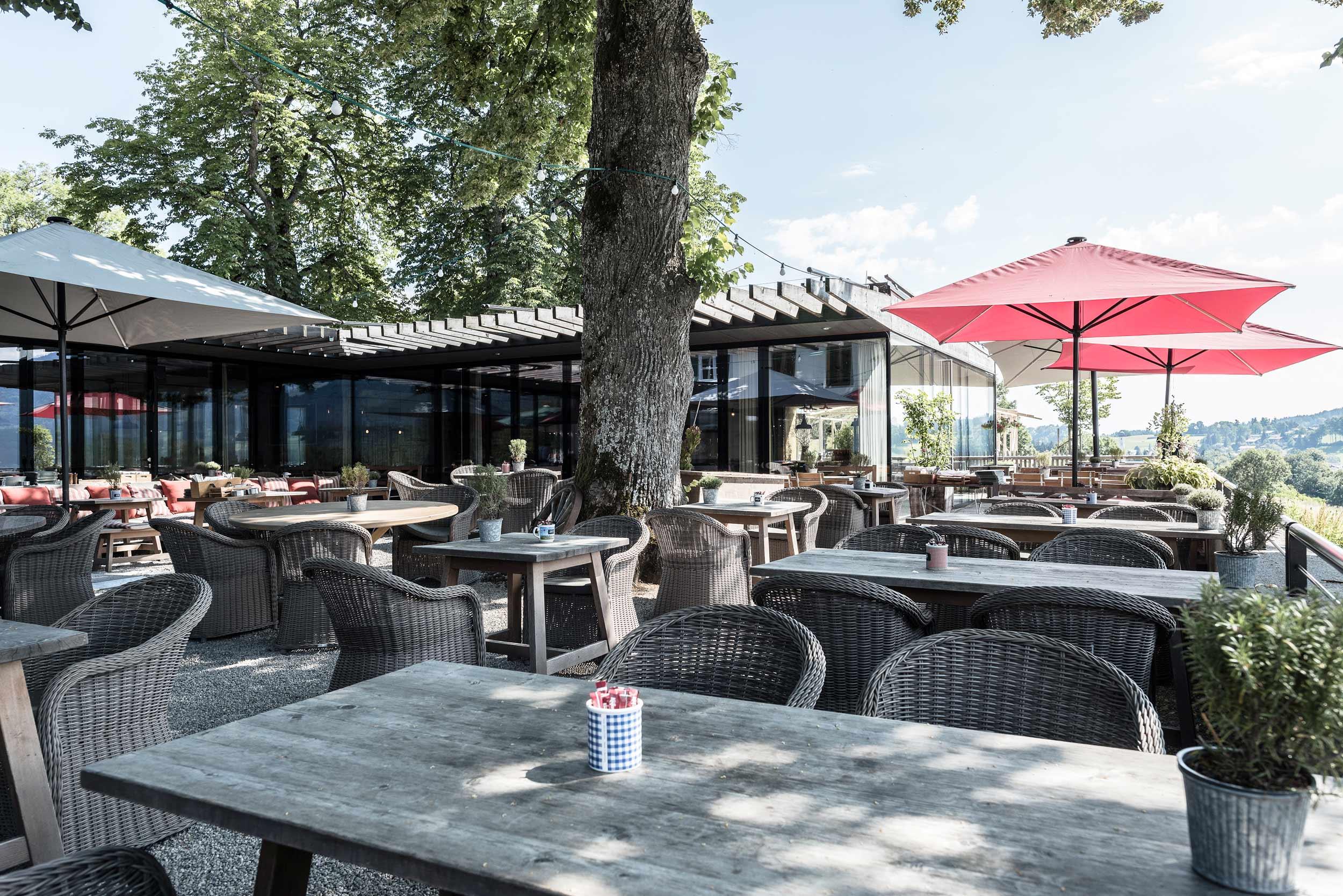 zimmerei-stoib-holzbau-holzhaus-gut-kaltenbrunn-tegernsee-festsaal-restaurant-fassade-sanierung-käfer-biergarten-05.jpg
