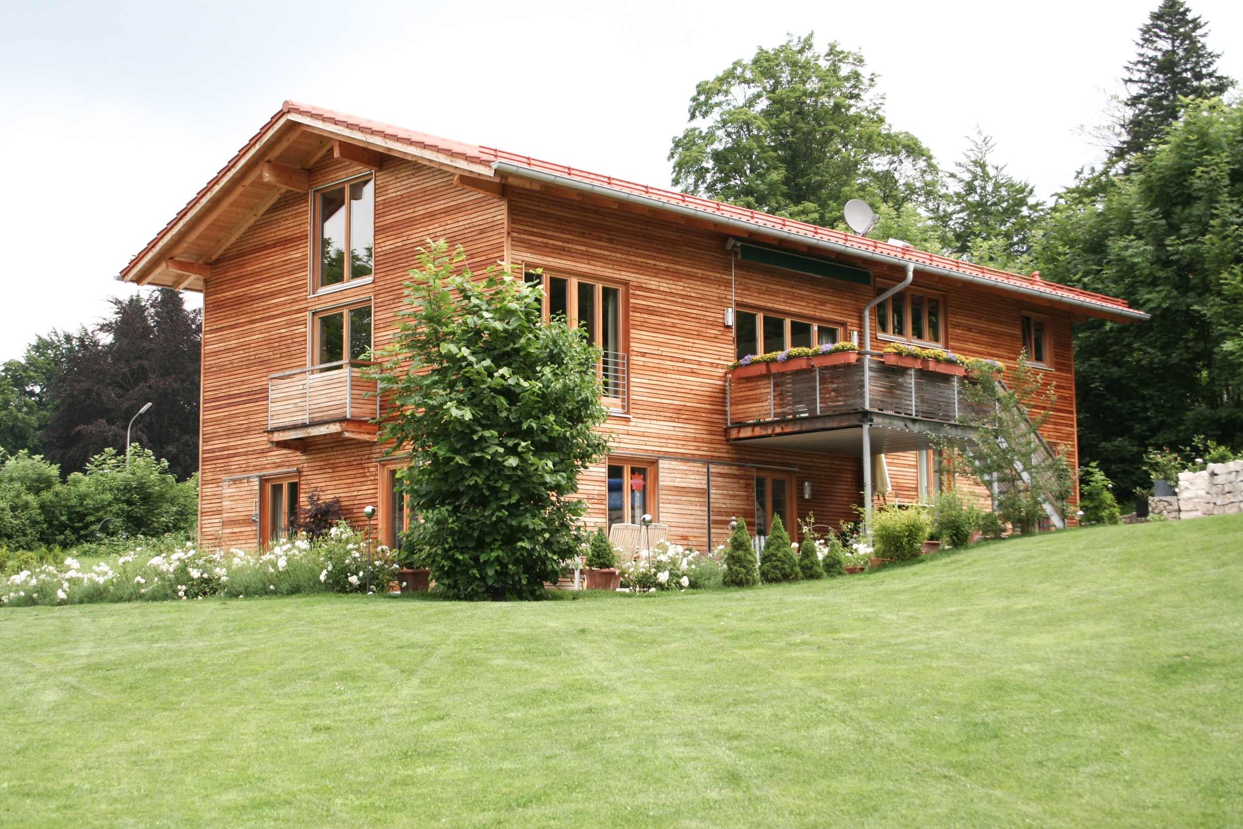 zimmerei-stoib-holzbau-holzhaus-modern-lärche-fassade-latten-fenster-landhaus-01.jpg