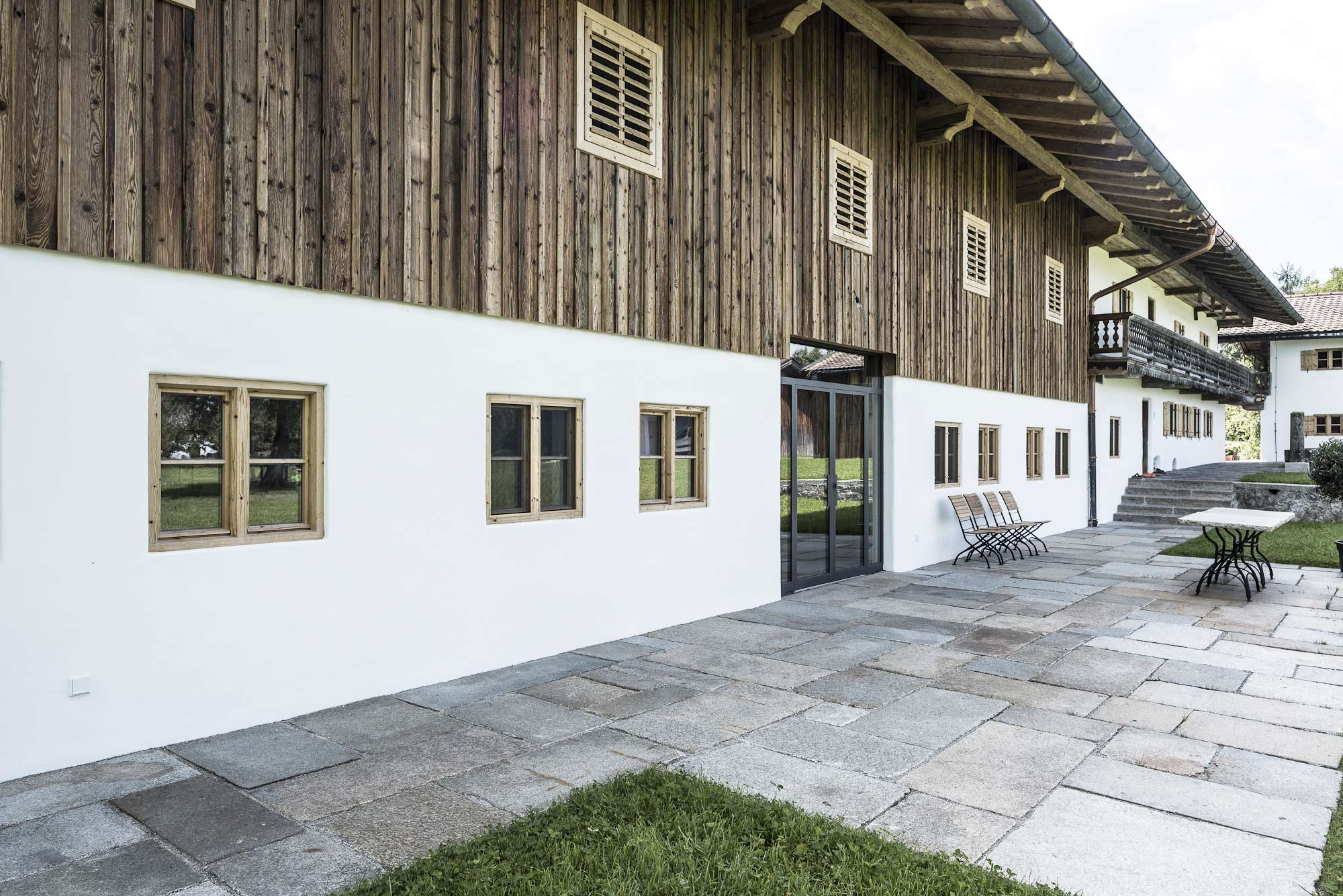 zimmerei-stoib-holzbau-sanierung-hof-umbau-altholz-innenausbau-festsaal-20.jpg