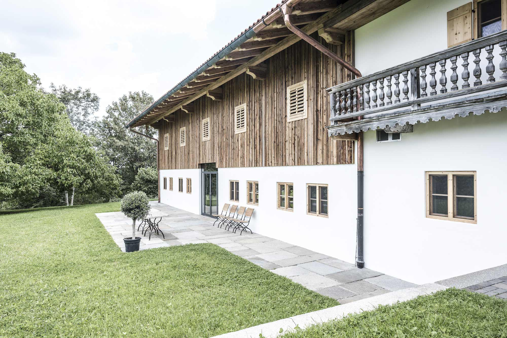 zimmerei-stoib-holzbau-sanierung-hof-umbau-altholz-innenausbau-festsaal-27.jpg