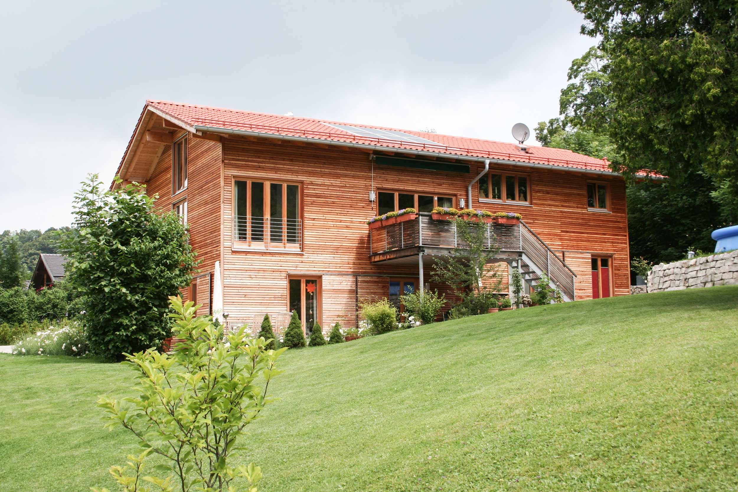 zimmerei-stoib-holzbau-holzhaus-modern-lärche-fassade-latten-fenster-landhaus-07.jpg
