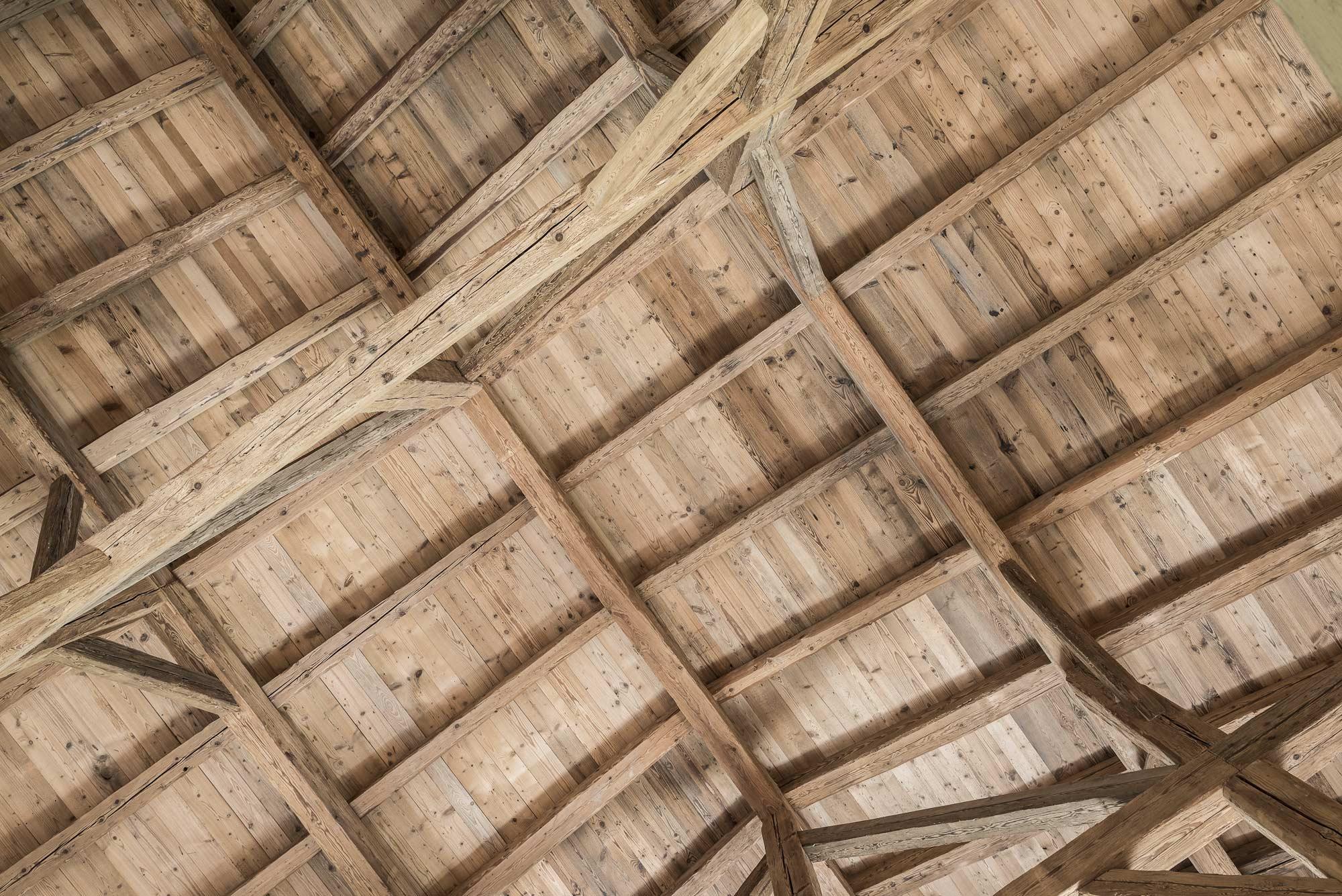 zimmerei-stoib-holzbau-sanierung-hof-umbau-altholz-innenausbau-festsaal-15.jpg