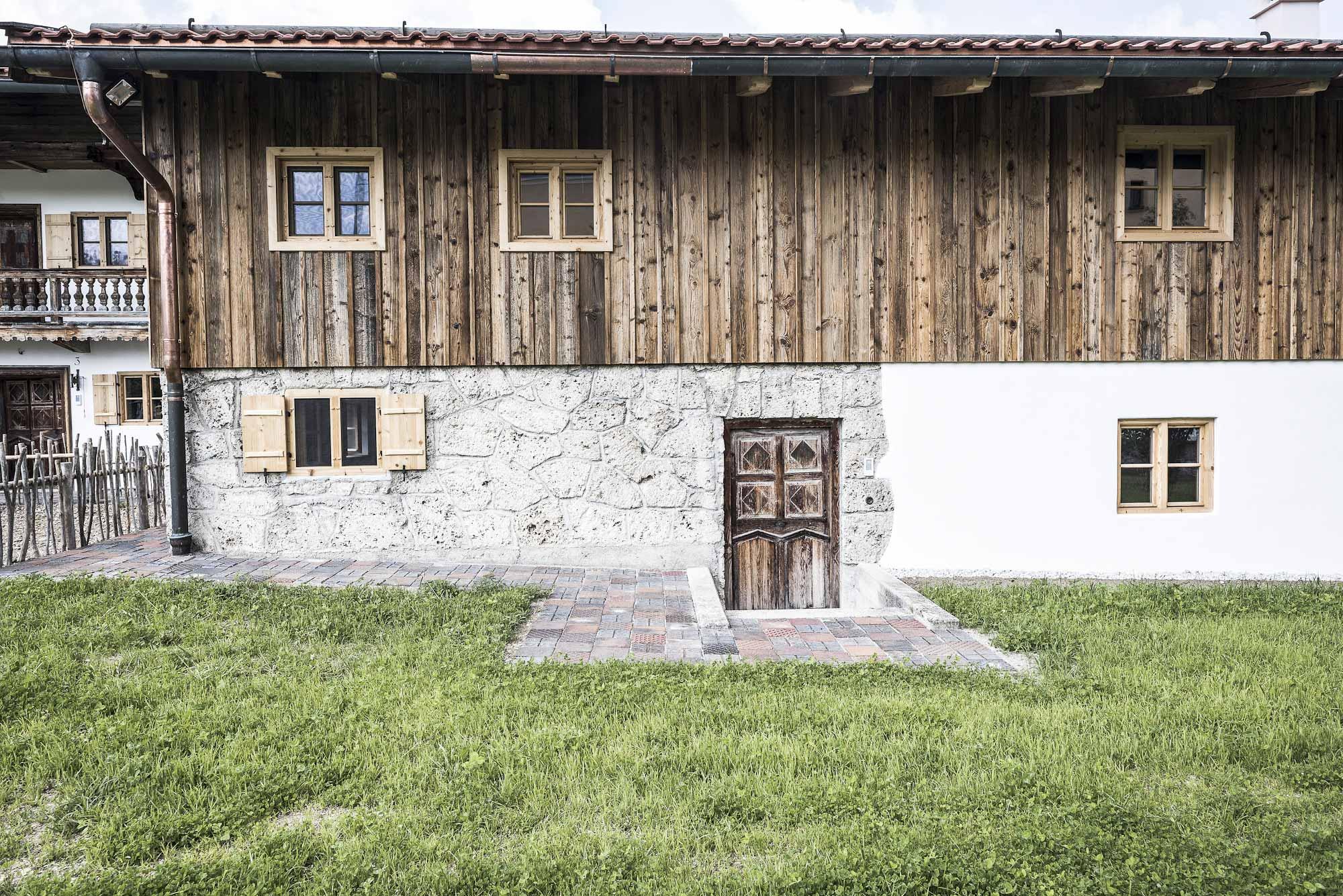 zimmerei-stoib-holzbau-sanierung-hof-umbau-altholz-innenausbau-festsaal-28.jpg