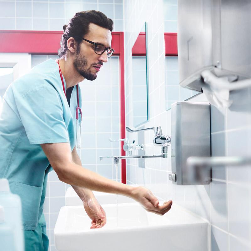 Klinisk rent - Systematisk rengjøring, desinfeksjon og sterilisering av verktøy,instrumenter og lokaler, er en avgjørende komponent i hygienekonseptet for å unngå infeksjonsrisikoer på arbeidsplassen.
