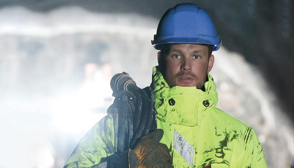 Aalesund Protective Wear - Funksjonelle arbeidsklær, profesjonelle regnklær, attraktive fritidsklær og innovative flyte- og redningsprodukter.