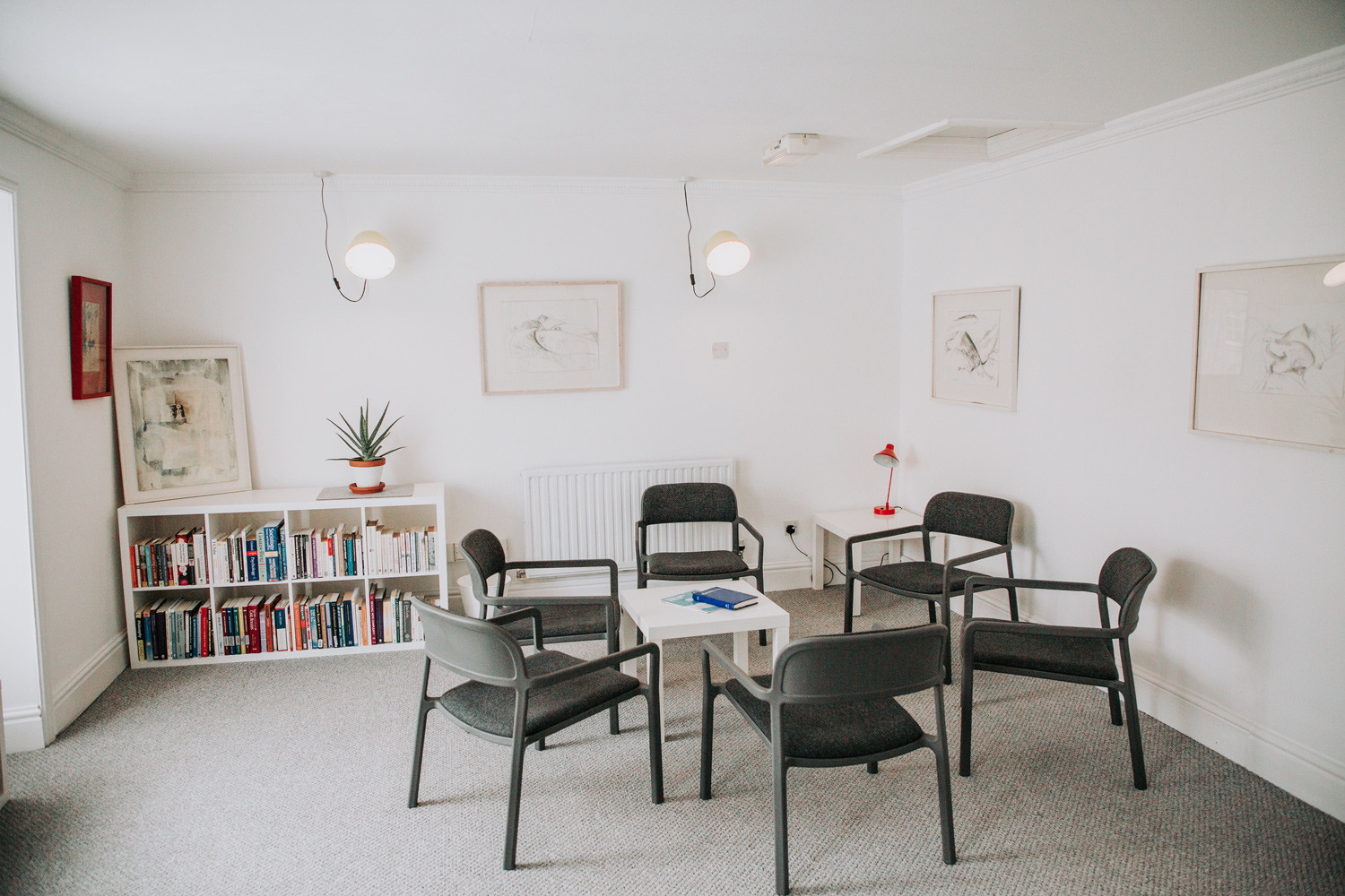 Lifetime-Therapy-A-Space-for-Healing-Truro-Cornwall-Photography-Mos-and-Maw-07-group-room-web.jpg