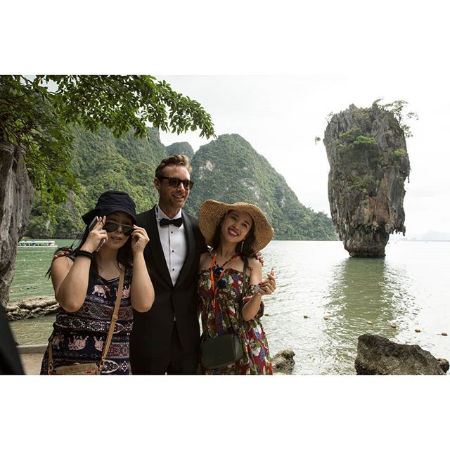 The full episodes of #Adventure or #Luxury are now on Amazon Prime, and our website (link in bio)! Follow @charleyspeed and @russmalkin as they travel around #Thailand.