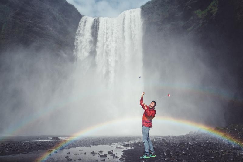 HANA HOU!   YO-YOS IN ICELAND