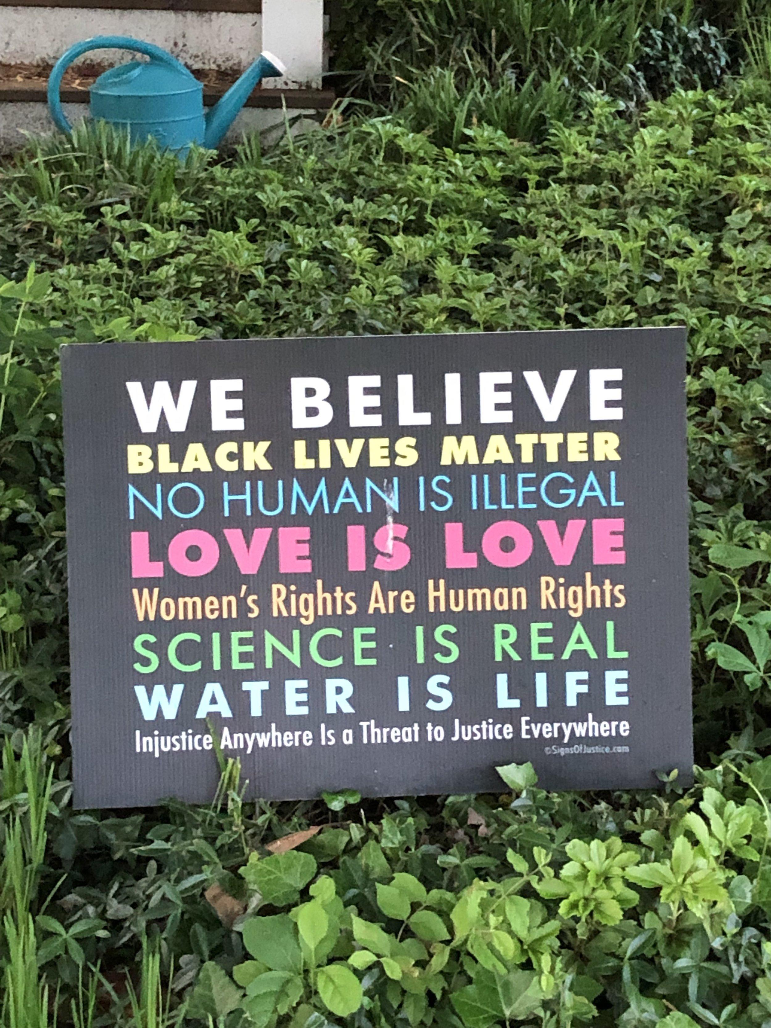 También creo en lo que pone este cartel de mi barrio en EE.UU. 😉