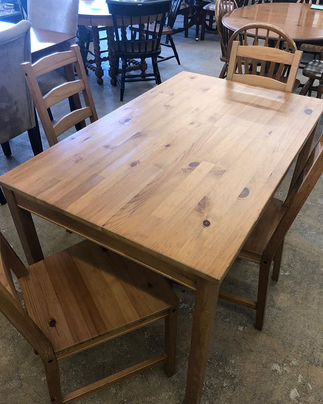 Share a beautiful family dinner around this table.. it can be yours for $125!