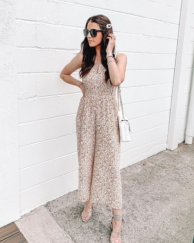 When you're just trying to get that good light but the sun keeps being RUDE.☀️🤣😂 Watch my stories if you don't know what I'm talking about. // Feeling breezy in this cute jumpsuit today... thankfully... since it's actually brutally hot outside! #carlylethorntonfashion