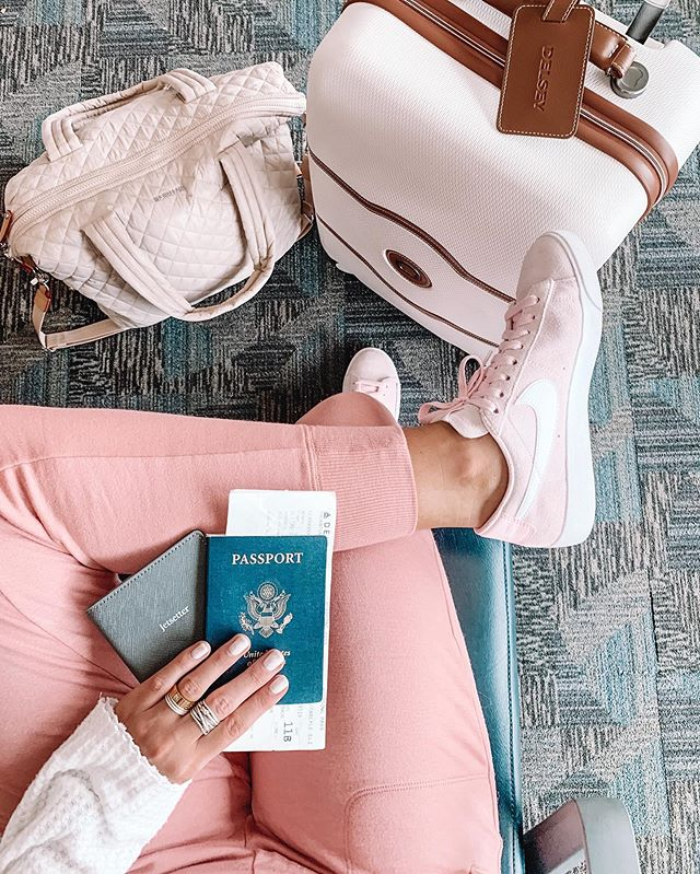 Jet-setting to the coast for the weekend✌🏼✈️ // You can shop this cozy travel outfit by following me (carlylethornton) in the free LIKEtoKNOW.it app or by clicking the link in my bio!💗 http://liketk.it/2E2le #liketkit @liketoknow.it
