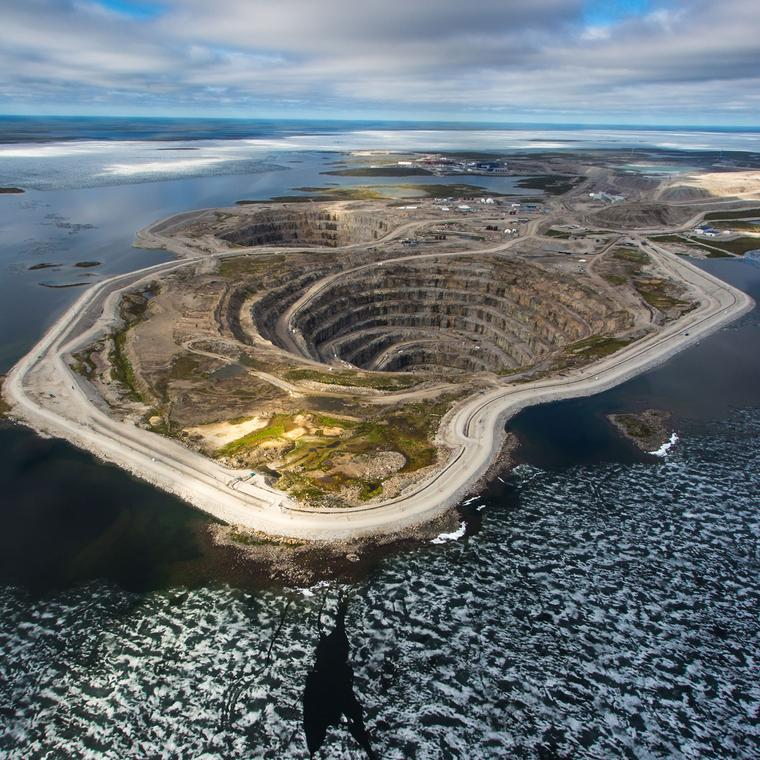 Aerial view of a diamond mine in Canada. Image courtesy of thejewelleryeditor.com