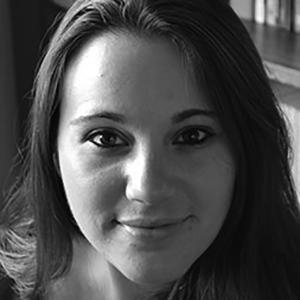 Helena Minchew  est associée de programme à la Coalition internationale pour la santé des femmes (IWHC) aux États-Unis et co-présidente de  Filles, Pas Epouses USA .