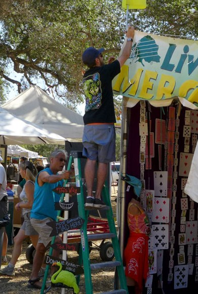 - THANK YOU for your interest in becoming a Live Oak volunteer! We appreciate your enthusiasm for helping to make this the best festival ever, and for supporting KCBX Public Radio!AT THIS TIME ALL VOLUNTEER POSITIONS HAVE BEEN FILLED FOR 2019! THANKS.