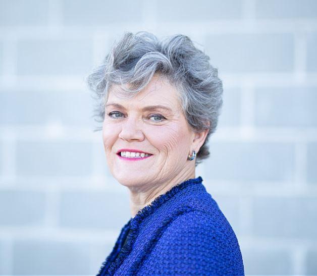 Kim Olson Headshot.JPG