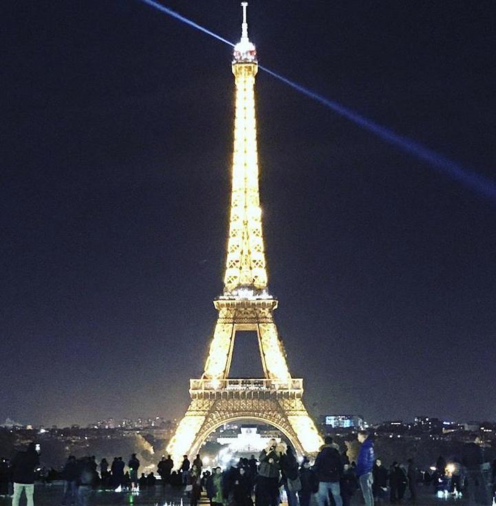 Paris_burgundy_eiffel.jpg