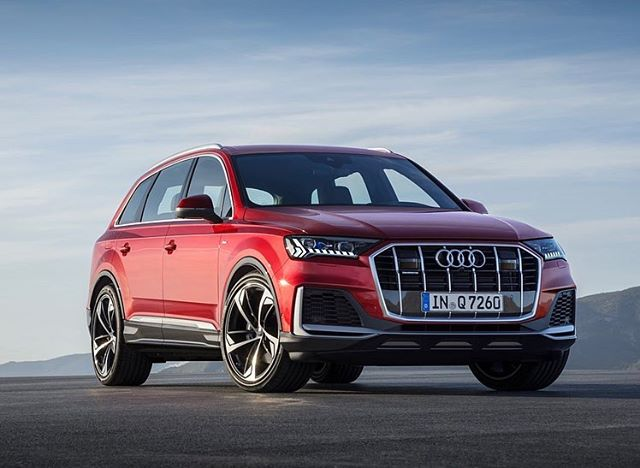 Längtan är snart över! 😍 - Nya Audi Q7 kommer med en hel rad nya finesser och funktioner utöver den uppdaterade designen! - Varmt välkomna till oss på Bilab Kungälv för tryggt bilköp!🌟