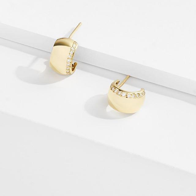 Sublime. - - - - - #sonaweaver #madeinla #losangeles #18kgold  #goldearrings #jewelry #earrings  #handmade  #oneofakind  #jewelrygram #coolhunter #earringsofinstagram #instajewelry #showmeyourrings #weho