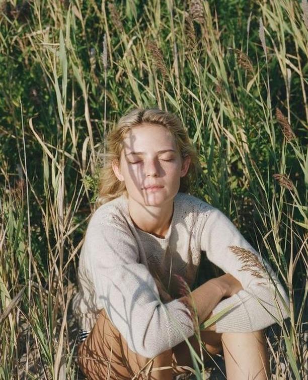 Grassy daze. 🌾 - - - - - #sonaweaver #madeinla #losangeles #18kgold  #jewelry #handmade #oneofakind  #jewelrygram #coolhunter #instajewelry #weho #manrepeller