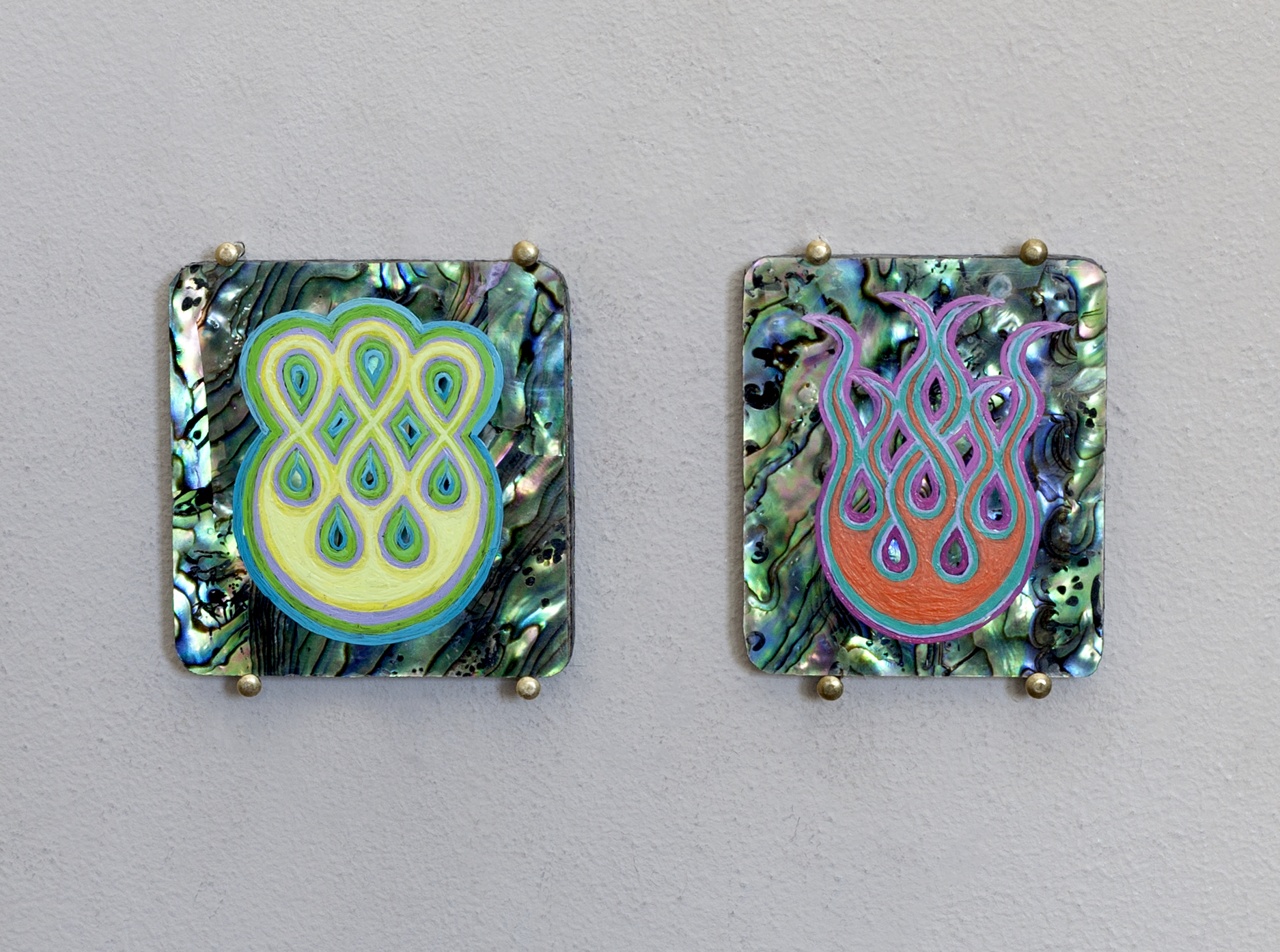 Eight small Stigmata & Seaweed motif