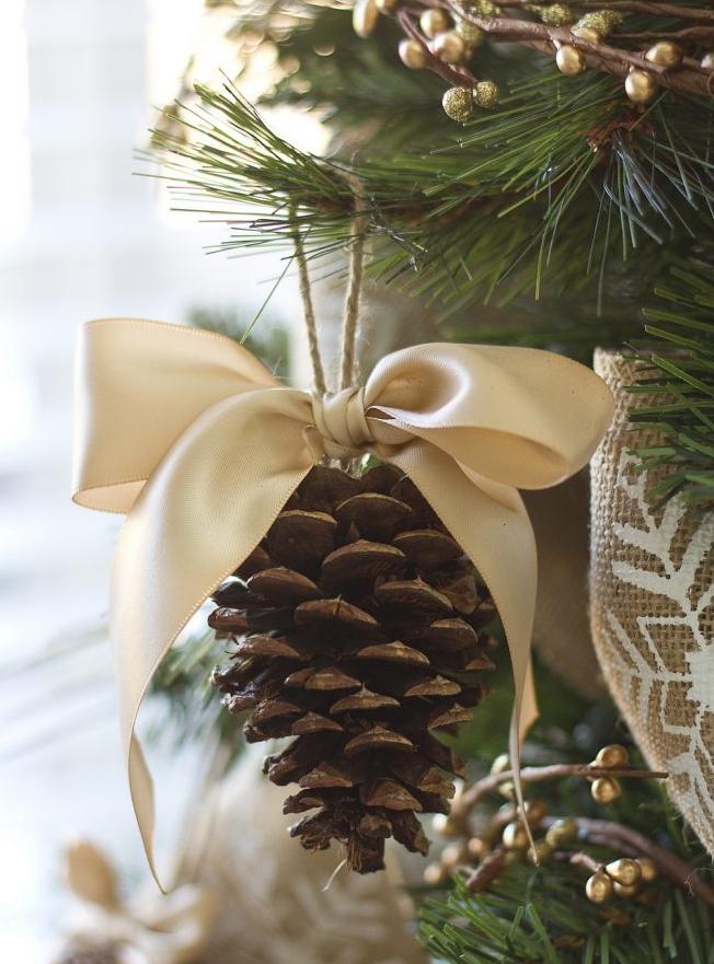 Christmas_Pine_Cone_Ornament_Ribbon.jpg