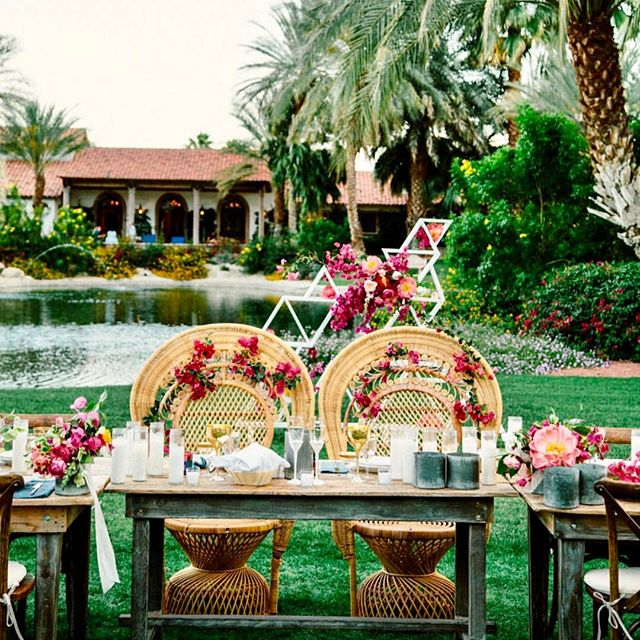 Table for two please 😉. . 📸 : @themelidoes . . . #weddingfestival #weddingevent #weddingexpo #weddingfair #weddingshowcase #celebrant #weddingcelebrant #weddingceremony #weddingvows #weddingflorist #weddingflowers #weddingbouquet #bridebouquet #bouquet #peonies #roses #flowerstagram #blooms #flowersofinstagram #flowerlovers #flowergram #floweroftheday