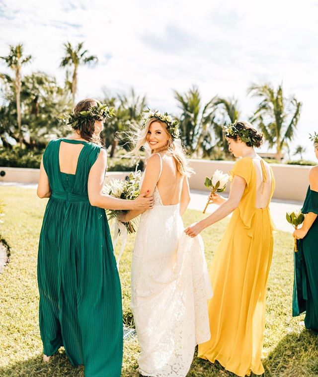 Girls that brighten up your special day 🌟 . 📸 : @findinglightphotography . . .  #wedding #weddingday #weddinginspiration #weddingideas #weddingplanning #weddingdetails #engagement #engaged #justengaged #newlyengaged #bridetobe #engagementring  #realwedding #realbride #styledshoot #photoshoot #weddingshoot #editorial #weddingadvice #weddingtips