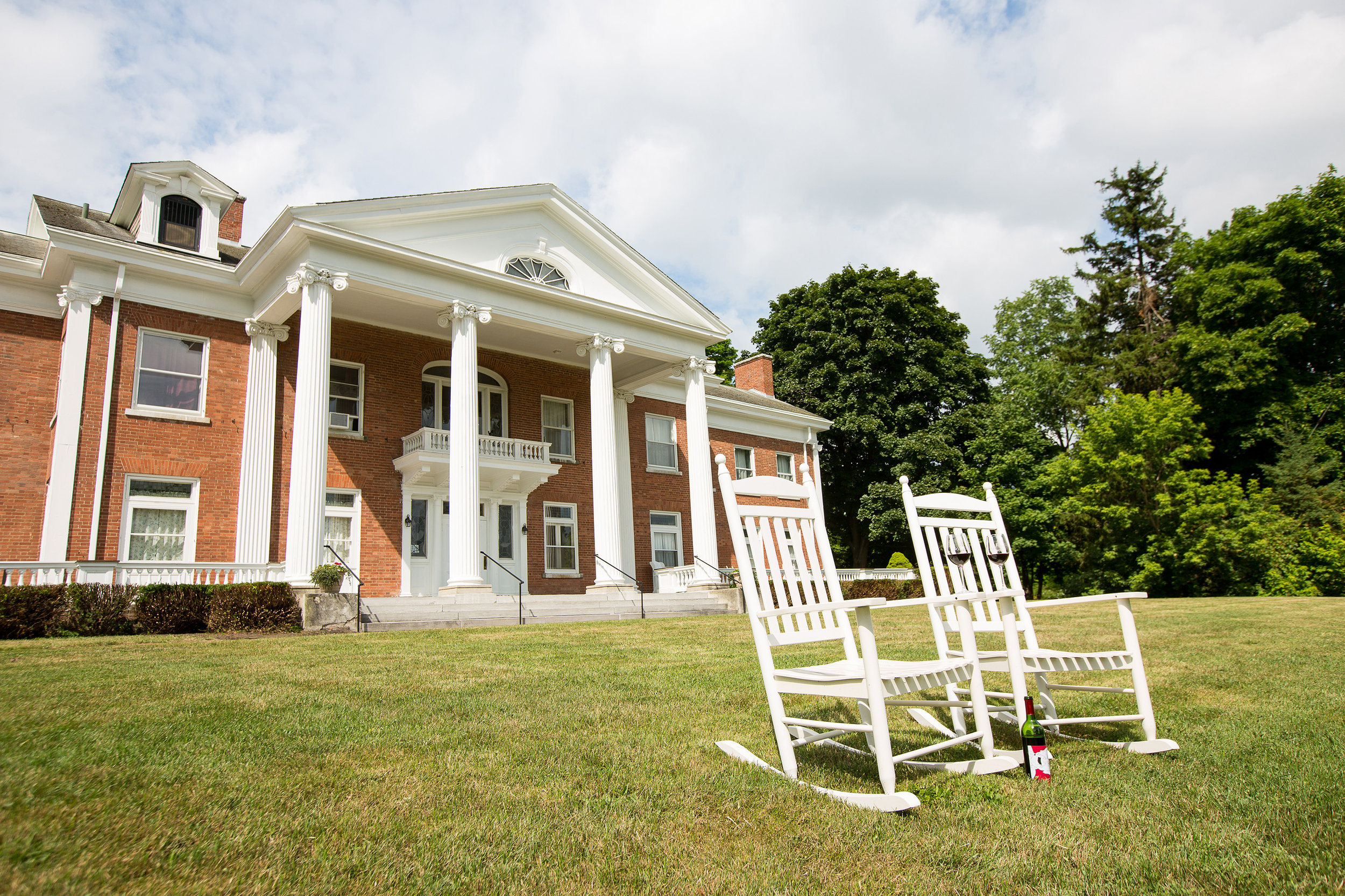 White Springs Manor - This hotel is perfect for guests interested in convenient seclusion in the heart of the Finger Lakes. The White Springs Manor Guesthouse is a Georgian Revival Mansion with period guest rooms that provide guests relaxation, peace and quiet. The quiet back patio overlooks vineyards and a beautifully serene spring fed pond with a view of Seneca Lake in the distance. This hotel is located 2 miles West of the Belhurst Castle resort.View our Rooms at White Springs Manor