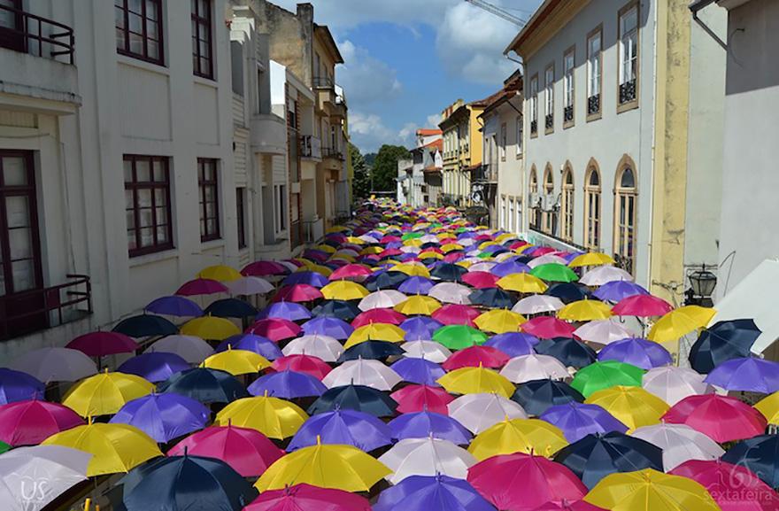 floating-umbrellas-agueda-portugal-2014-13.jpg