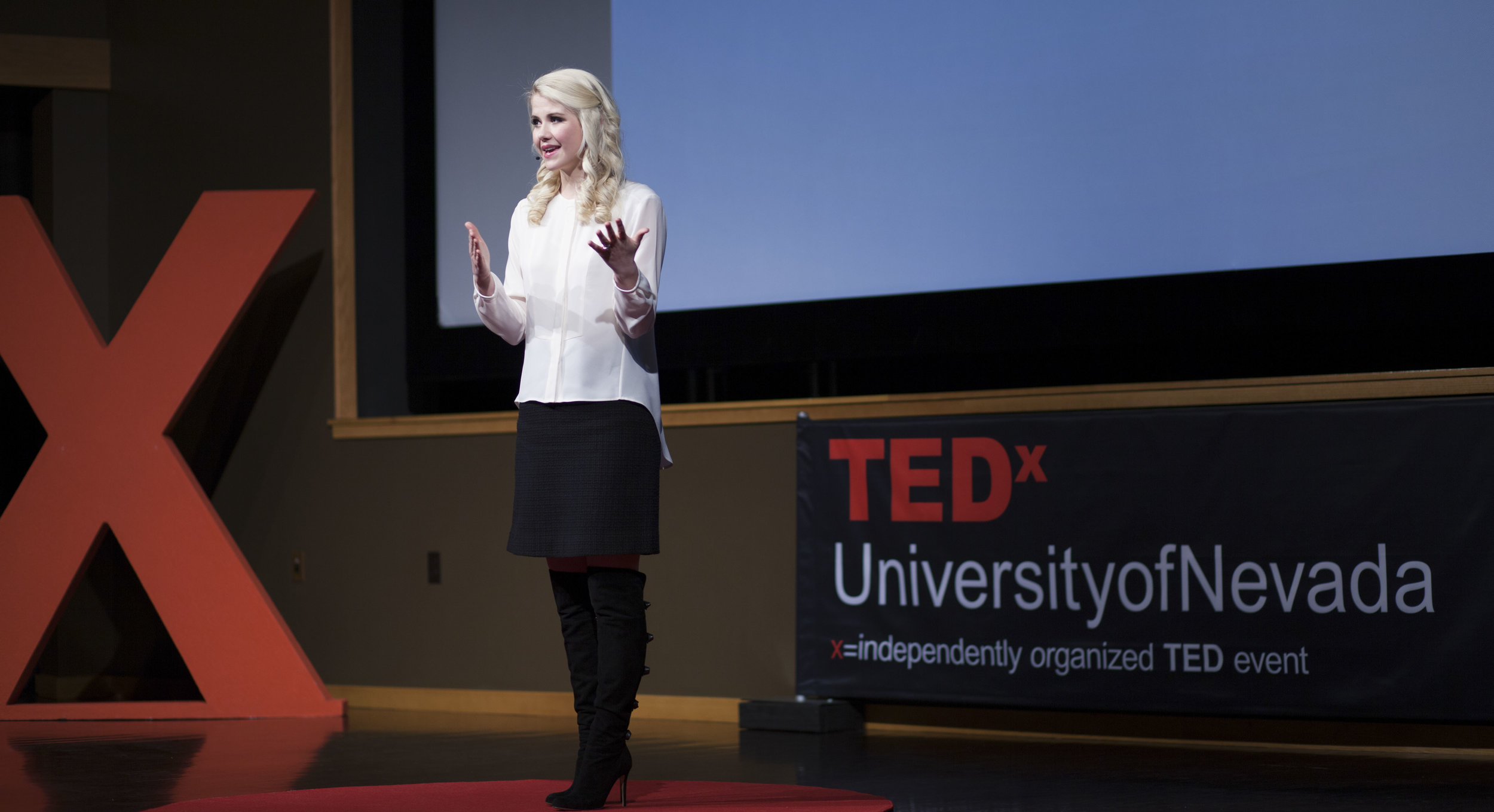 elizabeth smart_TEDx_JAN2014 copy (2).jpg