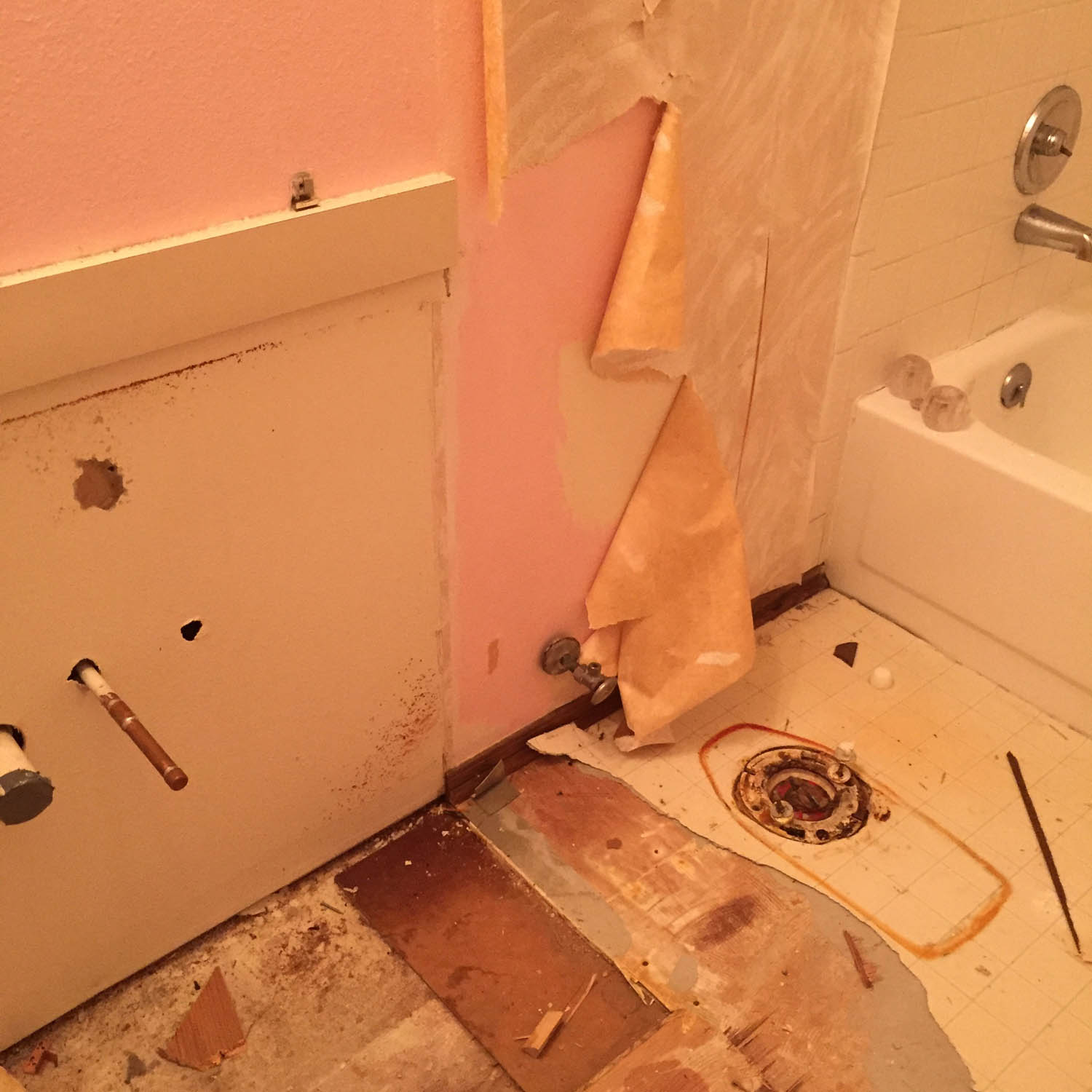 wallpaper removal in the bathroom
