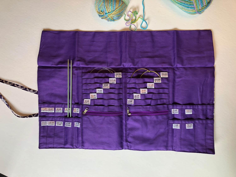 Della Q knitting needle case interior