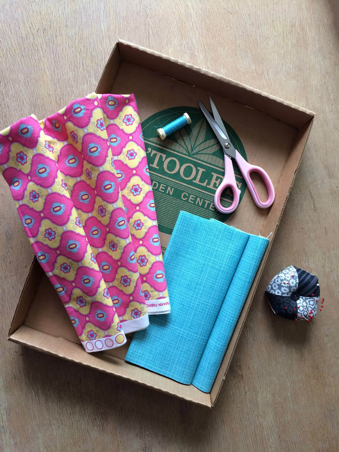 canvas/duck fabric and cardboard supplies to make free green market tote pattern