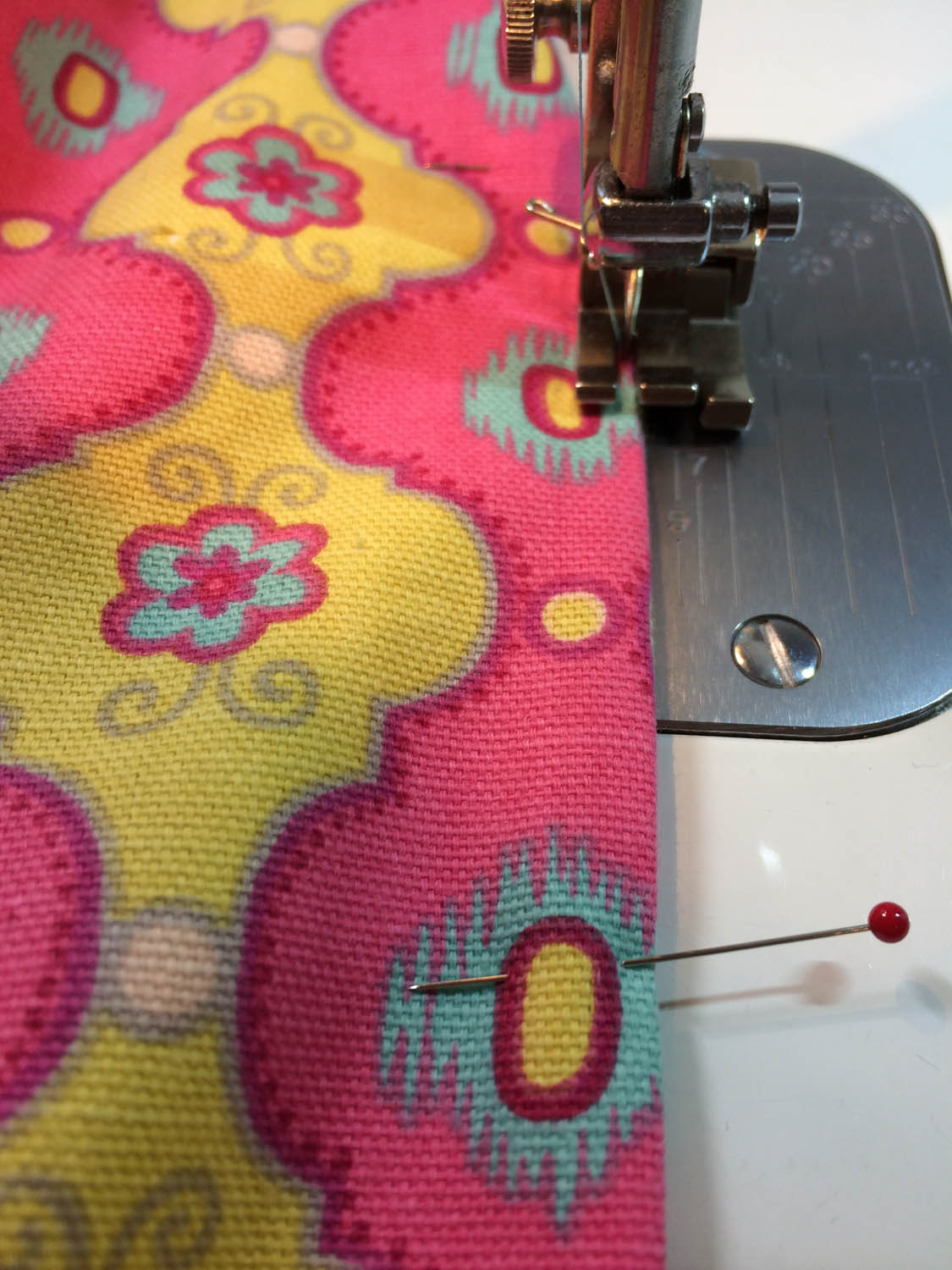 machine sewing the turning opening closed