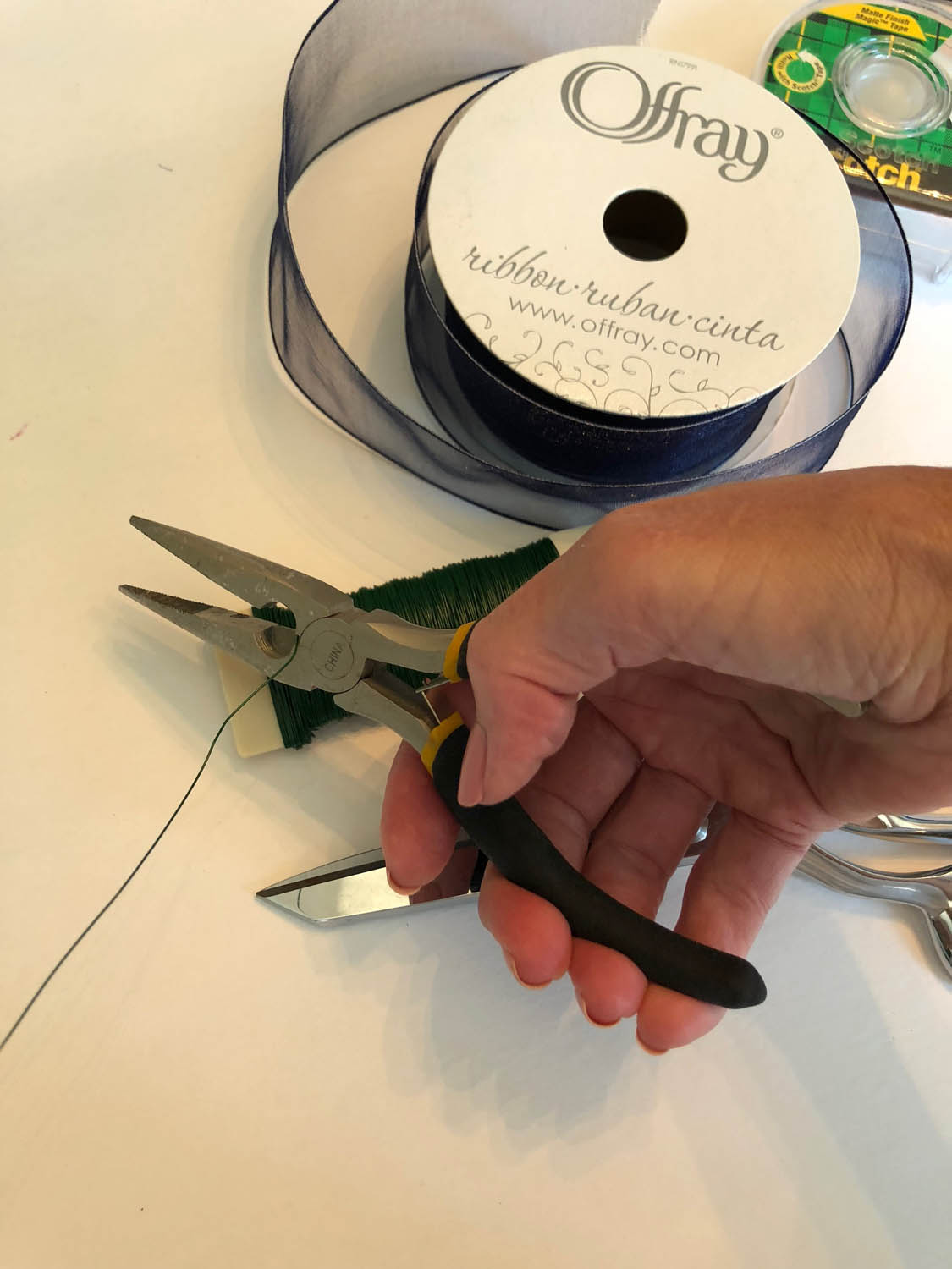 3-cutting-wire-for-blue-ribbon-bow.jpg