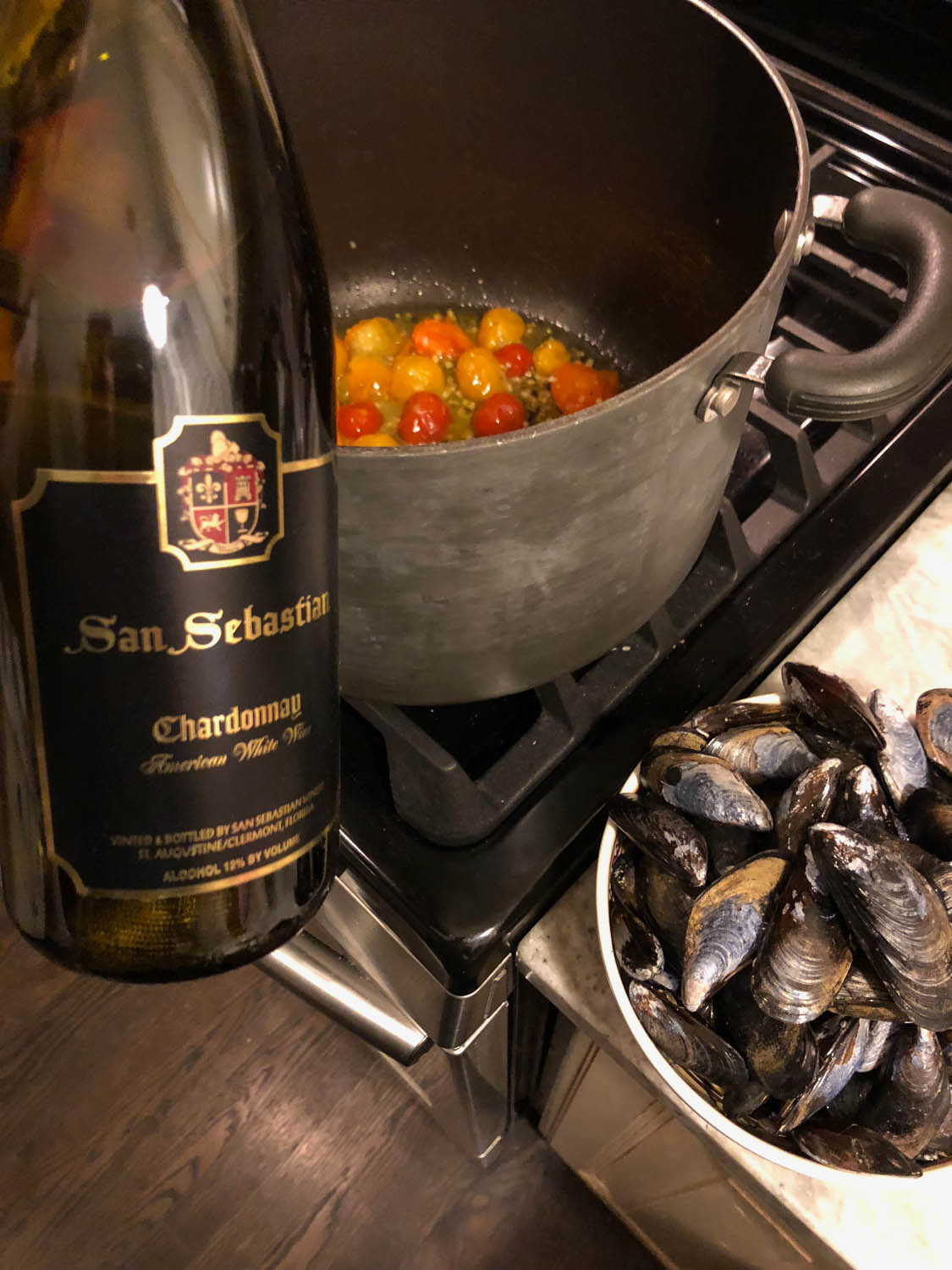 wine with sauted tomatoes and mussels