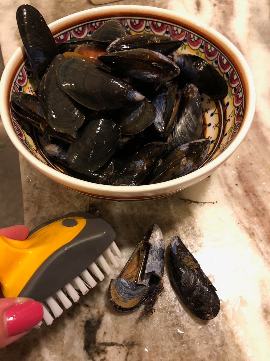 cleaning mussels and removing cracked broken ones