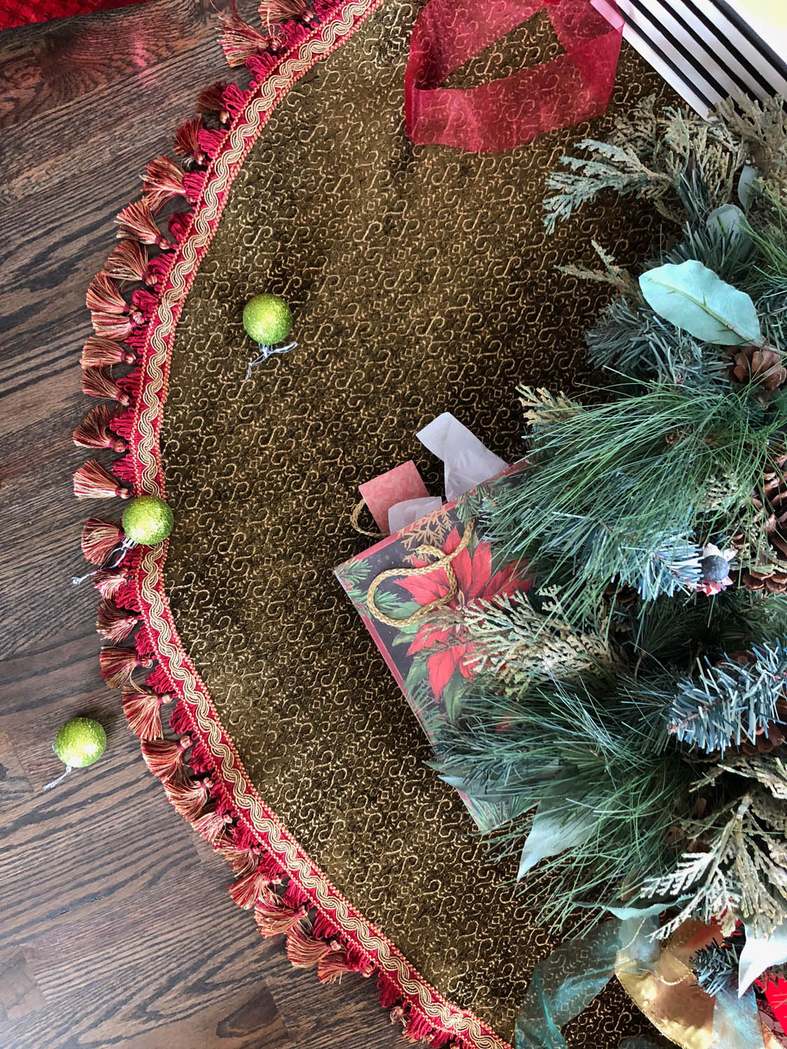 top view of finished no-sew reversible upholstery fabric Christmas fabric tree skirt