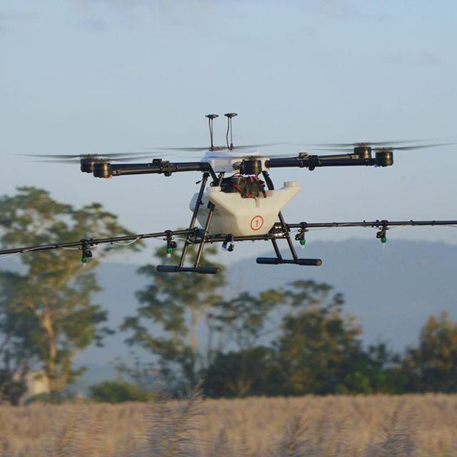 Flight Time. ⠀⠀⠀⠀⠀⠀⠀⠀⠀ ⠀⠀⠀⠀⠀⠀⠀⠀⠀ #drones #dronestagram #agriculture #spraying #fertilizer #technology #science #drone #dronegear #dronelife #droneporn #crops #sugarcane #elsalvador #sustainability #ecofriendly #business #flight #innovation #autonomous #hylio