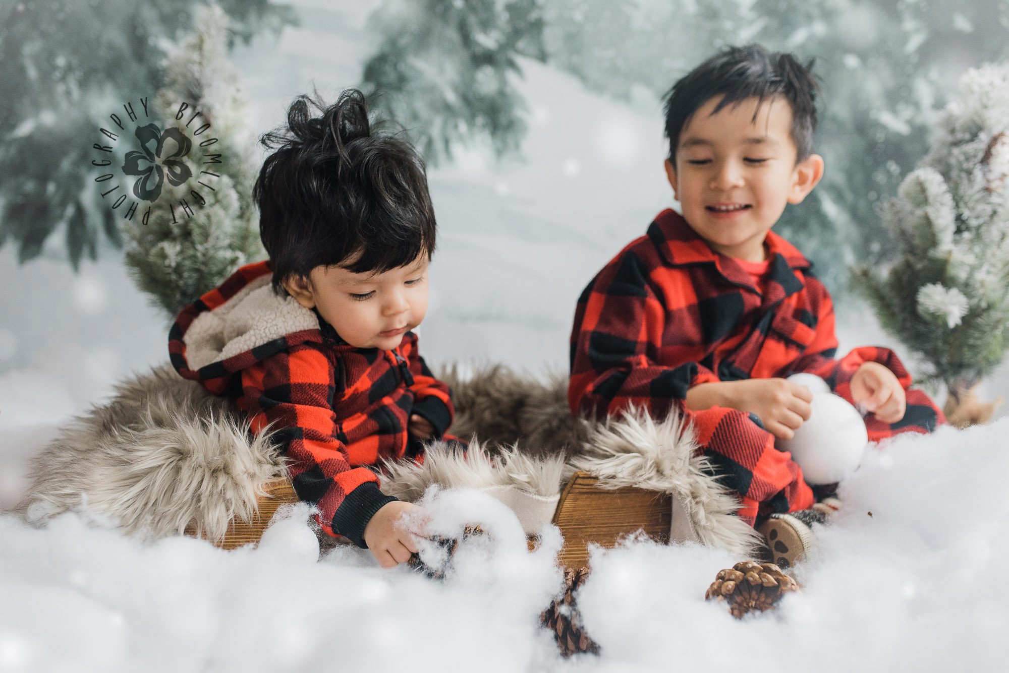 Siblings playing in winter holiday minis session