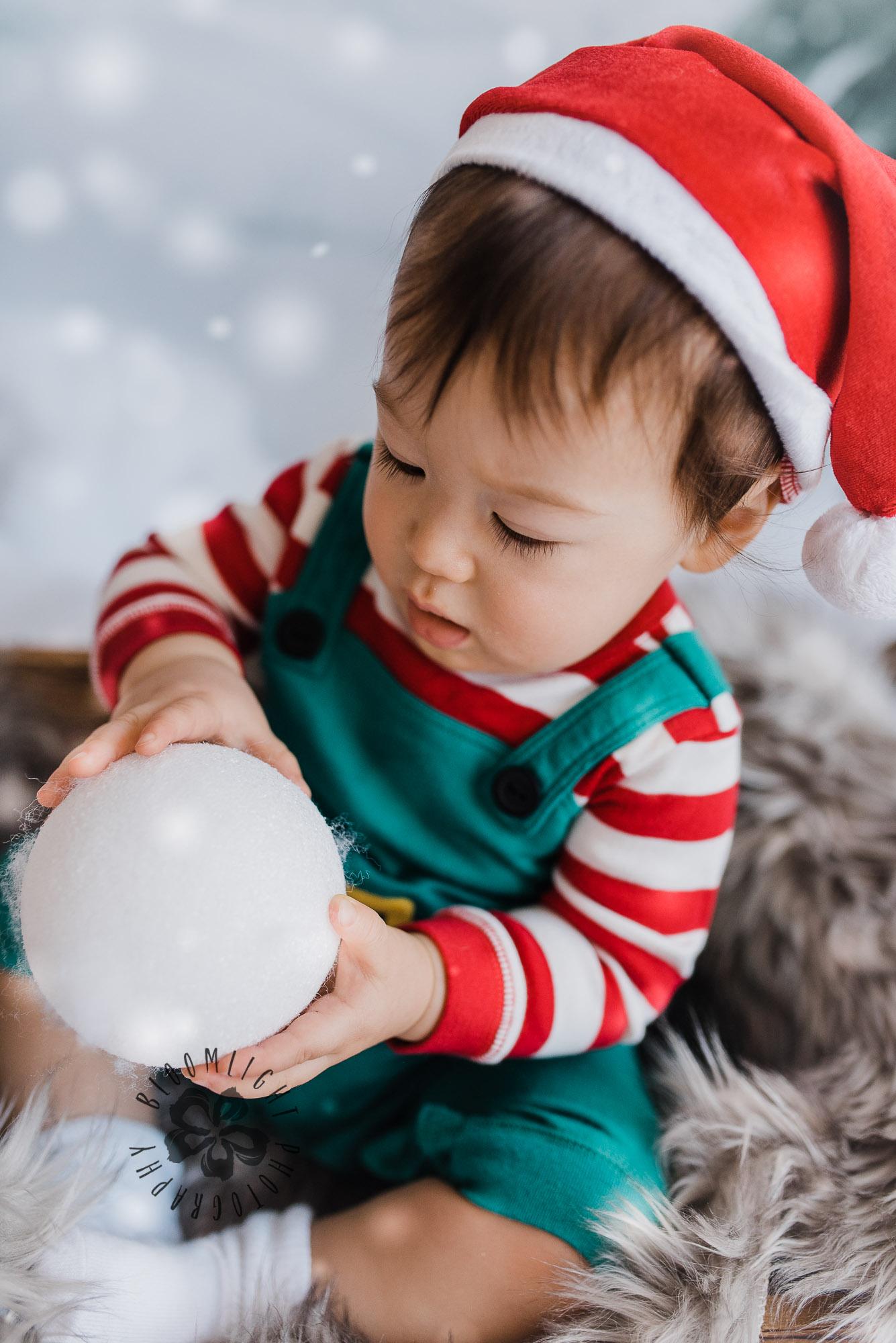 Toronto-NorthYork-Christmas-Minis-Holiday-Photographer-baby-children-kid-photo (19).jpg