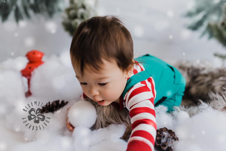 Toronto-NorthYork-Christmas-Minis-Holiday-Photographer-baby-children-kid-photo (27).jpg