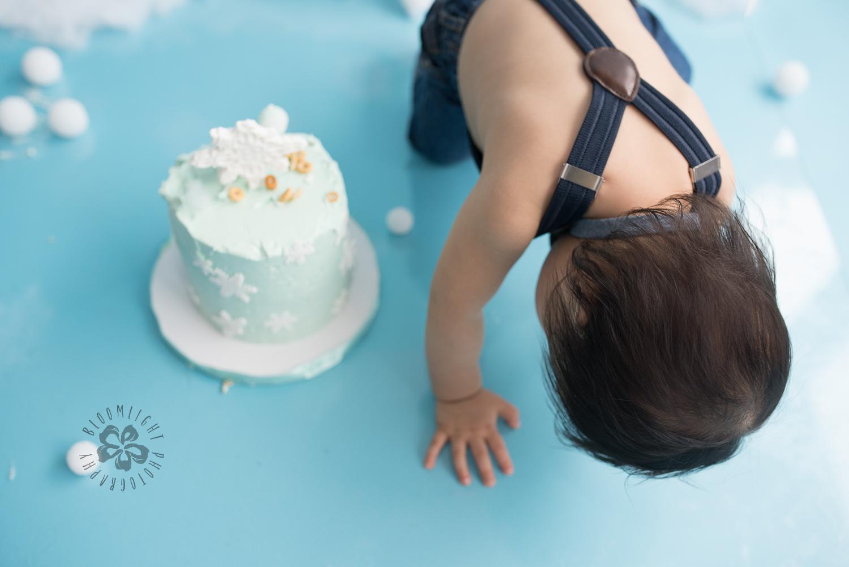 Toronto-North-York-baby-birthday-cake-smash-winter-snowflake-theme-photography (4).jpg